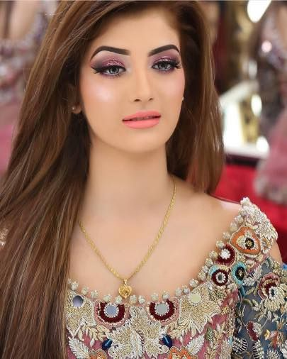 25 Pakistani Wedding Hairstyles Hairdos For Your Big Day Pakistani Wedding Hairstyles Wedding Hairstyles Pakistani Bridal Makeup