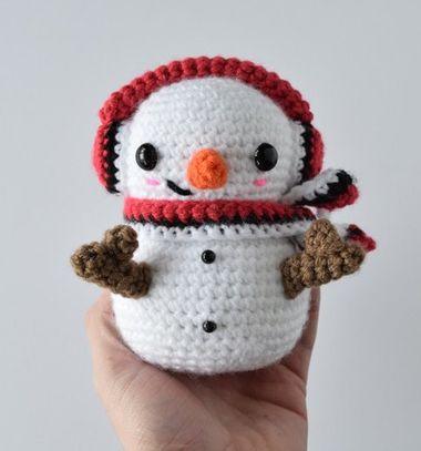 Crochet plush snowman pattern | Amiguroom Toys | 407x380