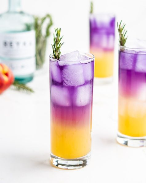 This delicious Sake Fizz Cockail is full of several vibrant Japanese flavors. It features sake, vodka, yuzu juice, soda water,and peach syrup! Colorful Drinks, Fancy Drinks, Cocktail Drinks, Yummy Drinks, Cocktail Recipes, Alcoholic Drinks, Sweet Cocktails, Cocktail Ideas, Beverages