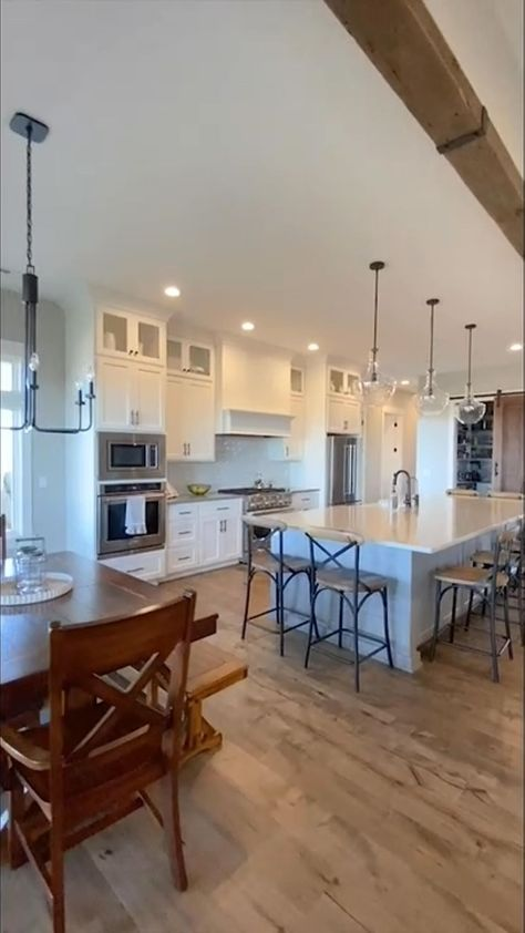 tannabydesign on Instagram: Modern Farmhouse Kitchen #tbdliveeasy #tannabydesign #kitchendesign #kitchensofinstagram #modernfarmhouse #smmakelifebeautiful #sodomino…