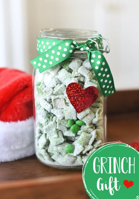 Cute Grinch Gift Idea for Christmas-Fill a jar with this yummy Grinch mix (muddy buddies) and add a cute red heart and you've got a fun Grinch themed gift! #grinch #christmasgifts #christmastreats