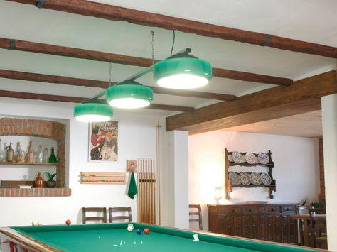 """Per riprodurre un effetto """"antico"""" nella nostra casa (magari moderna e cittadina) possiamo applicare al soffitto finte travi in legno realizzate con di materiale sinteticoLe travi finto legnodi po..."""