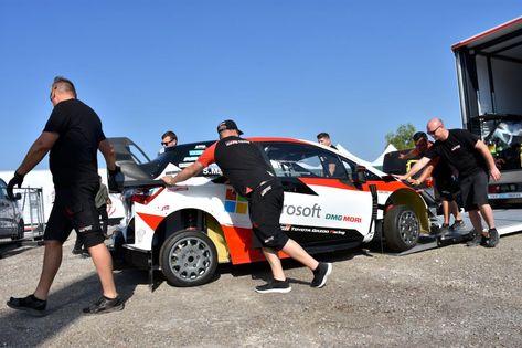 """Türkiye Otomobil Sporları Federasyonu(TOSFED) tarafındanMuğla'nın Marmaris, Datça ve Ulailçelerinde """"Türkiye Rallisi"""" adıyla 12-15 Eylül'de düzenlenecekDünya Ralli Şampiyonası'nın(WRC) 11. ayağı öncesi ilçeye gelen 22 ülkeden 54 otomobil ve 108 sporcu hazırlıklarına başladı.  Takımlara servis veren, son teknolojiyle donatılmış tırlar da malzemeleri ve otomobilleri servis alanına getirdi.   #Marmaris #ralli #tosfed #türkiyerallisi #wrc"""
