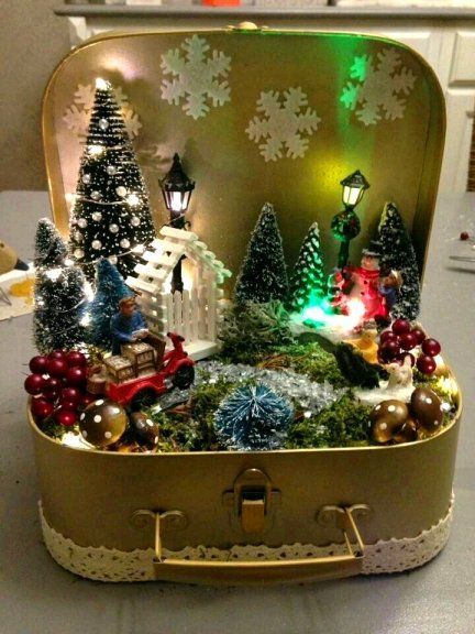 Dishfunctional Designs: Beautiful Upcycled Vintage Christmas Decor Vintage Christmas Crafts, Retro Christmas Decorations, Christmas Projects, Holiday Crafts, Vintage Crafts, Vintage Decor, Christmas Ideas, Christmas Village Display, Vintage Ornaments
