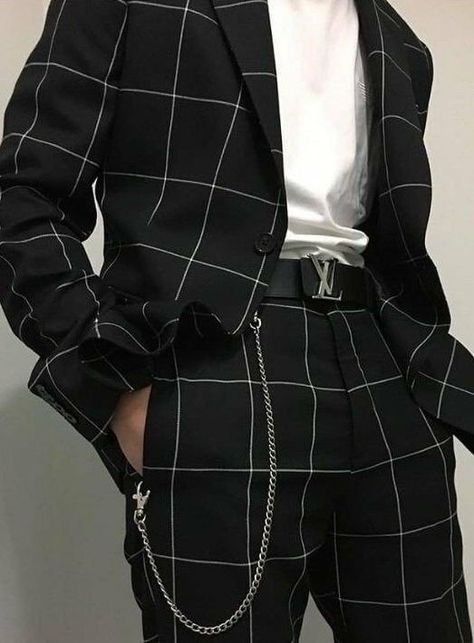 Edgy Outfits, Mode Outfits, Grunge Outfits, Fashion Outfits, Fashion Shirts, Hipster Outfits, Fashion Blogs, Fashion Online, Aesthetic Fashion