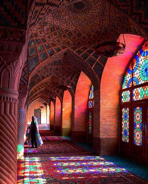 Amanda KateさんはInstagramを利用しています:「The morning sun streams in at Nasir al-Mulk Mosque, Shiraz, Iran. #iran #shiraz #mosque #leica #leica_camera #natgeotravel #lonelyplanet…」