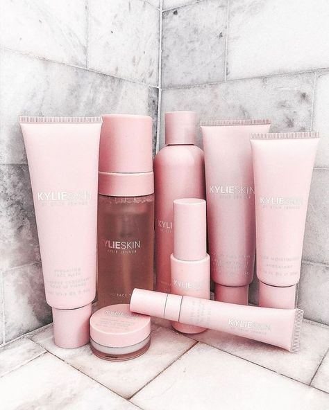 friday morning routine ☀️ cute pic by Michelle Flynn.lamirande 🌸 Picture For skin care For Your TasteYou are looking for something, and it is going to tell you exactly what you are looking for, and you didn't find that picture. Oily Skin Care, Face Skin Care, Dry Skin, Healthy Skin Care, Beauty Care, Beauty Skin, Maquillaje Kylie Jenner, Farmasi Cosmetics, Diy Deodorant
