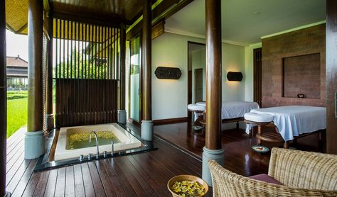 Open Air Spa Suite Overlooks The Tanah Gajah Rice Paddy Fields