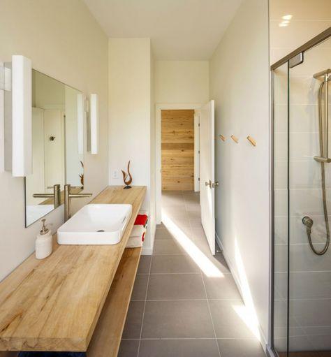 Plan de travail de salle de bain en bois