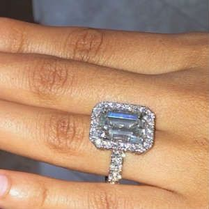 10 Carat Diamond Ring On Finger Wedding Ring Finger 10 Carat Diamond Ring Diamond Ring