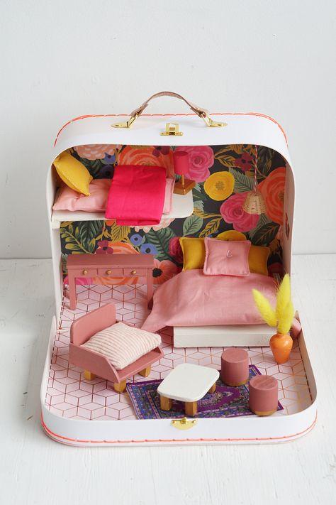 Miniature purse Fashion doll Barbie 1:16 designer round purse bags pink