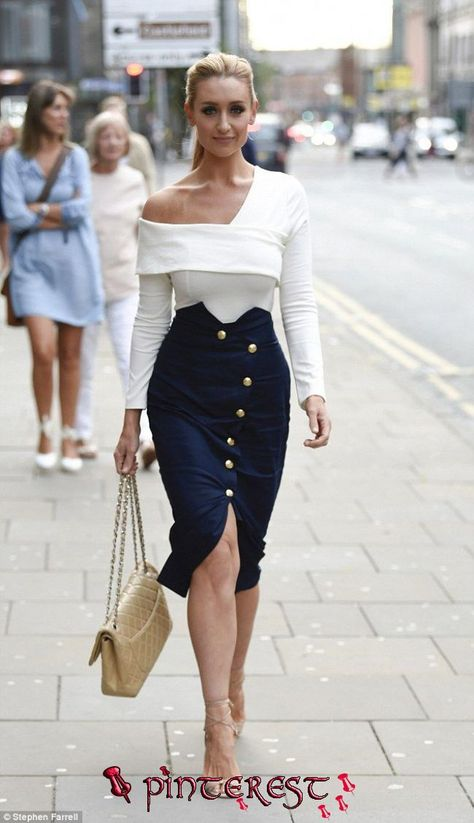 Corrie's Catherine Tyldesley is chic in button-down skirt | Fashion, Chic outfits, Fashion outfits   Corrie's Catherine Tyldesley is chic in button-down skirt | Fashion, Chic outfits, Fashion outfits