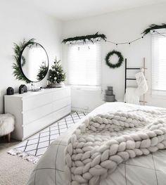 14 Cool White Bedroom Design Ideas Whitebedroom White Bedroom Black White Bedroom White Simple Bedroom Whit Minimal Bedroom Grey Room Minimalist Home Decor