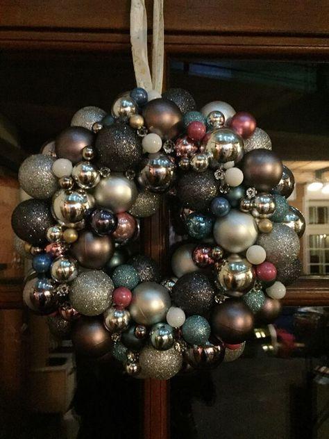 Adventskranz Aus Christbaumkugeln.Diy Do It Yourself Weihnachten Turkranz Adventskranz
