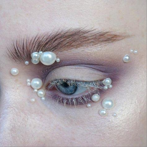 i n f e s t a t i o n   @katvondbeauty Metal Matte palette (ribbon, silk, fringe, bone) + @urbandecaycosmetics naked skin weightless concealer on the lashes   Brows: @anastasiabeverlyhills clear brow gel + @narsissist Bellissima duo   #mua #makeupartist #artist #eyes #blueeyes #freckles #skin #mine #mywork #eyemakeup #eyeshadow #abstract #editorial #editorialmakeup #brows #smokey #smokeyeye #pearl #pearls #lashes #katvond #anastasiabeverlyhills