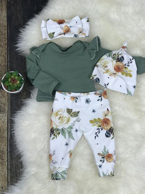 baby girl clothes Newborn Girl Coming Home Outfit, Newborn Girl Photography Outfit in Earth Tone Watercolor Floral, Newborn Girl, Premie Girl Clothing Neugeborene Meisje Coming Home Outfit Baby Meisje Take Home clothes Girls Coming Home Outfit, Take Home Outfit, Newborn Coming Home Outfit, Baby Clothes Patterns, Cute Baby Clothes, Next Baby Girl Clothes, Baby Girl Fashion, Fashion Kids, Newborn Fashion