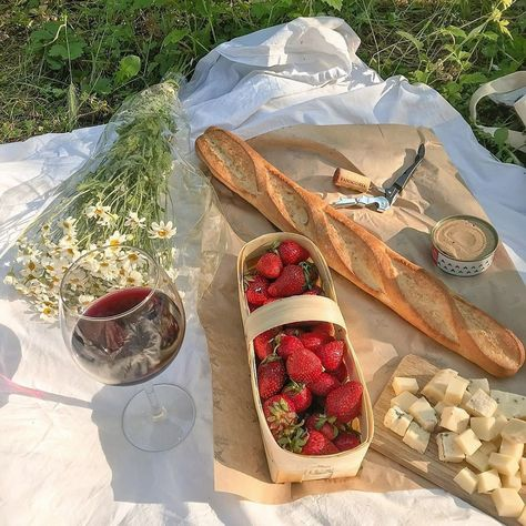 Cute Food, Good Food, Yummy Food, Comida Picnic, Picnic Date, Summer Picnic, Beach Picnic Foods, Fall Picnic, Summer Travel