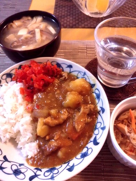 カレー と切干大根と豆腐と油揚げ 椎茸の味噌汁
