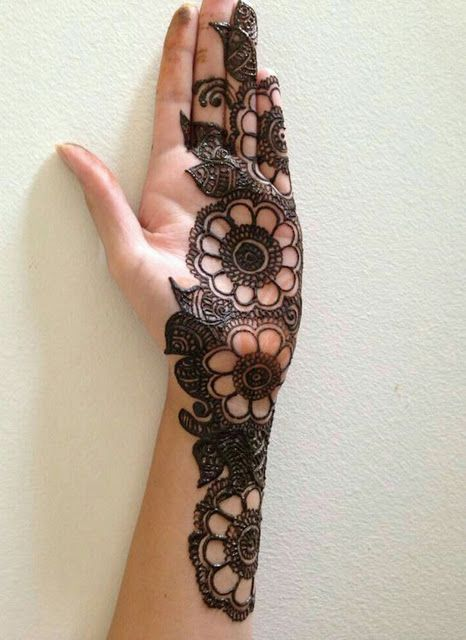 Left Hand Mehndi Design