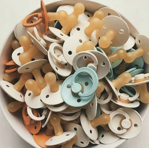 Baby Binky, Baby Pacifiers, My Bebe, Baby Must Haves, Cool Baby Stuff, Baby Stuff For Sale, Mom And Baby, Baby Accessories, Baby Fever