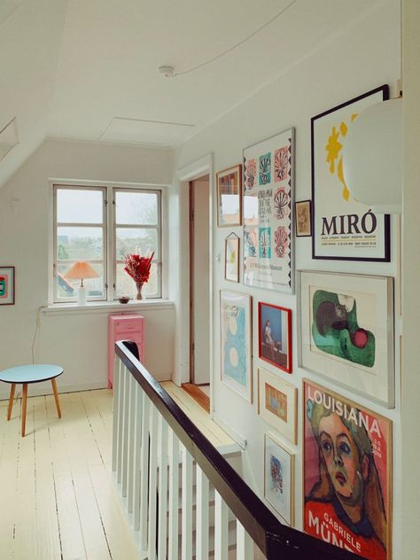 7 Gallery Walls For Every Room – And A Fail-Safe Way To Hang Art! (my scandinavian home) 7 Gallery Walls For Every Room – And A Fail-Safe Way To Hang Art! Decoration Inspiration, Room Inspiration, Home And Living, Home And Family, Room Deco, Art Nouveau Bedroom, Interior Design Minimalist, Dream Apartment, Brooklyn Apartment
