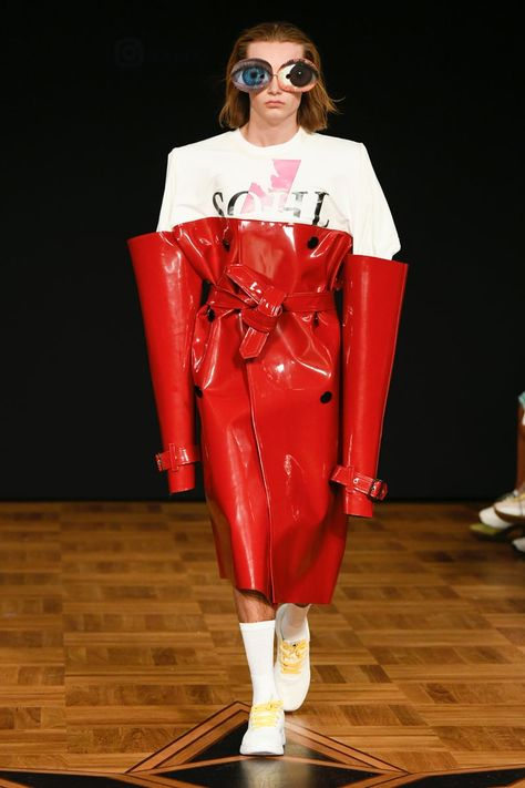 Swedish School of Textiles Stockholm Spring 2019 Fashion Show Collection: See the complete Swedish School of Textiles Stockholm Spring 2019 collection. Look 125