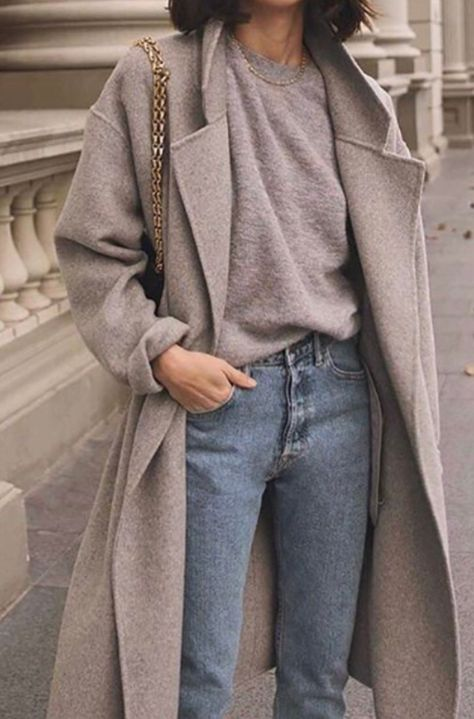 17 Simple Denim Outfits You Can Copy Now Jeans und Pullover Outfit Outfit Jeans, Denim Outfits, Fashion Outfits, Grey Outfit, Womens Fashion, Fashion Hacks, Grey Sweater Outfit, Long Sweater Outfits, Fashion Clothes