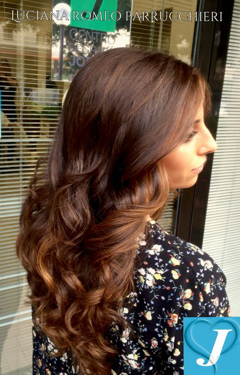 Le sfumature autunnali vibrano tra i capelli.... #hair #hairstyle #instahair #tagsforelikes #hairstyles #haircolour #haircolor #hairdo #haircut #longhairdontcare #braid #fashion #instafashion #tagliopuntearia #straighthair #longhair #style #straight #hairfashion #hairofinstagram #degradejoelle #palermo #napoli #milano #londra #roma #lucianaromeoparrucchieri