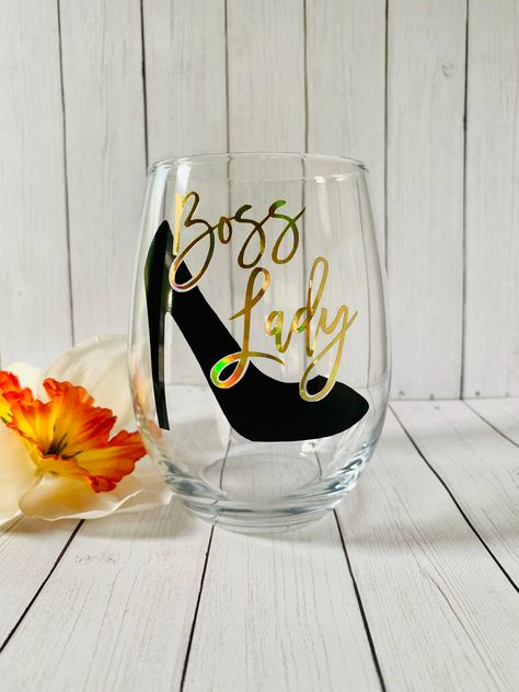 Boss Lady Stemless Wine Glass, Boss's Day Gift, Christmas Gift For Female Boss by SusansCraftBoutique on Etsy Fancy Wine Glasses, Glitter Wine Glasses, Decorated Wine Glasses, Stemless Wine Glasses, Christmas Wine Glasses, Boss Lady Gifts, Gifts For Boss, George Nelson, Wine Glass Sayings