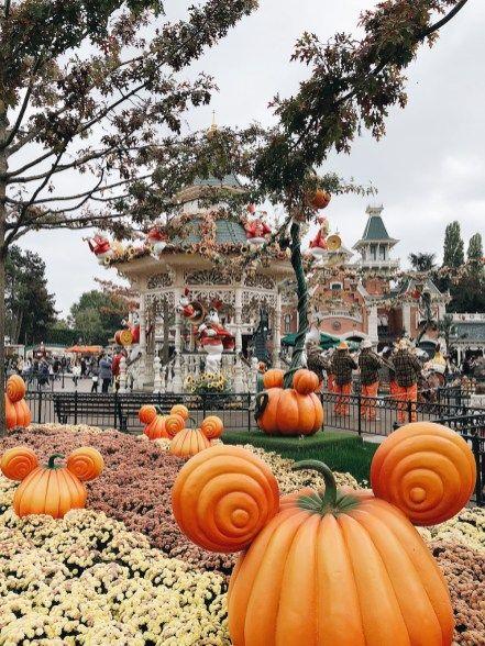 Disneyland Paris Halloween Famille Voyage Sundaygrenadine En 2020 Disneyland Halloween Fond Ecran Halloween Fond D Ecran Colore