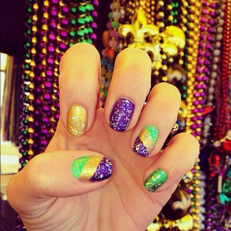 Mardi Gras is an interesting holiday. Although not as popular as other festivals, it& really interesting to enjoy the charm of Mardi Gras party. One of the easiest ways is to create some exciting nail art to show off. Look at below 43 fantastic Mar