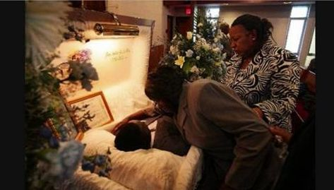 Bernie Mack 32 Tragic Photos Of Open-Casket Funerals For Black Celebrities (Slide - Blackbeat
