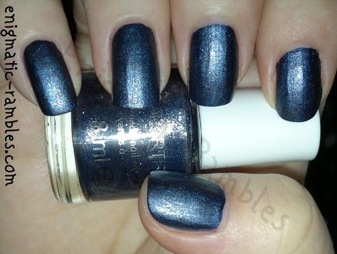 Avon-Colortrend-Blue-Royale-suede-swatch