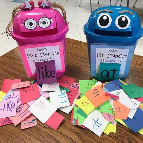 I am in love with this idea by Students feed Mr. Munchie the correct sight word. This is an awesome way to… Yes! I am in love with this idea by Students feed Mr. Munchie the correct sight word. This is an awesome way to… Kindergarten Centers, Kindergarten Graduation, Kindergarten Lessons, Preschool Learning, Kindergarten Classroom, Classroom Activities, Kindergarten Sight Words, Kindergarten Tables, Jolly Phonics Activities