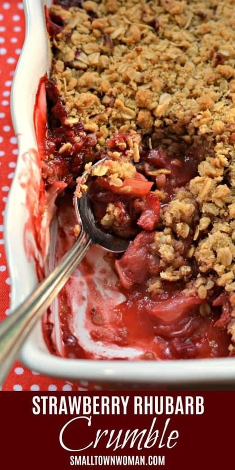 Strawberry Rhubarb Crumble | Strawberry Rhubarb Recipes | Crumble Recipes | Dessert | Strawberry | Rhubarb | Summer Dessert Recipes | Small Town Woman #strawberryrhubarbcrumble #strawberryrhubarbrecipes #crumblerecipes