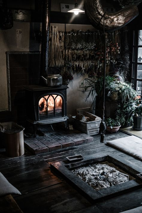 Living room decor ideas cozy interior design 7 – www.Bodrumhavadis… Living room decor ideas cozy interior design 7 – www. Witch Cottage, Witch House, Gothic Living Rooms, Gothic Bedroom, Dark Living Rooms, Living Area, Living Spaces, Japanese Interior Design, Japan Interior