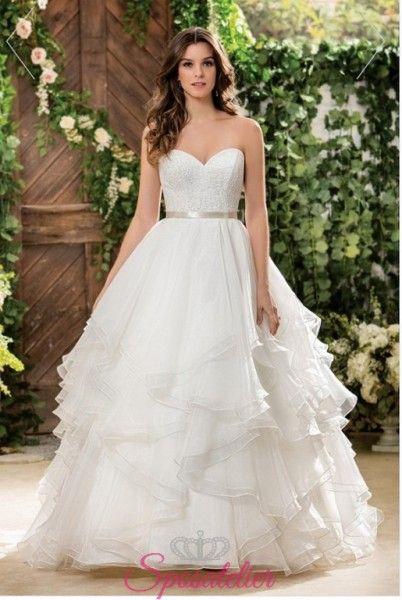 Vestiti Da Sposa Bianchi.Vestito Da Sposa Bianco Con Balze Nuova Collezione 2018 Stili Di