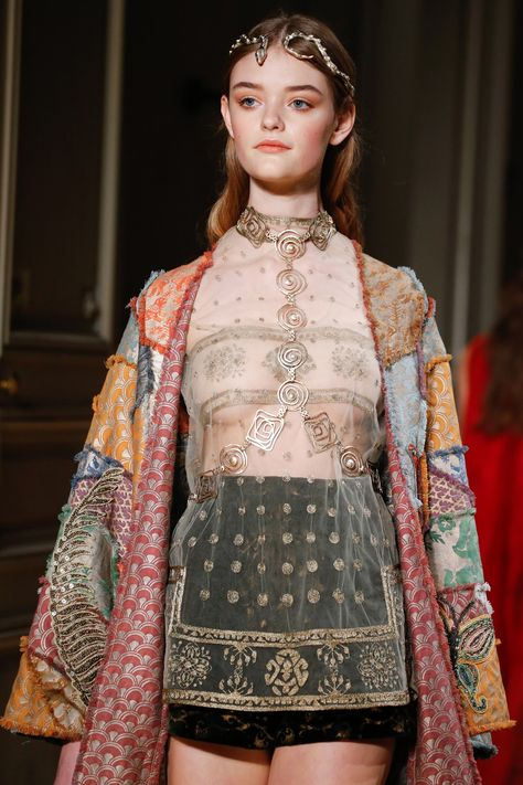 See all the Details photos from Valentino Spring/Summer 2016 Couture now on British Vogue