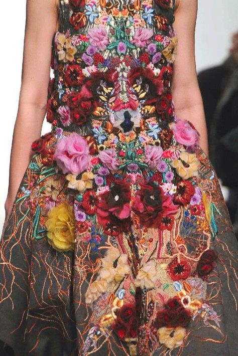 PRINTS, PATTERNS, TRIMMINGS AND SURFACE EFFECTS FROM PARIS FASHION WEEK (A/W 14/15 WOMENSWEAR) / From Paris womenswear catwalks, beautiful details and inspirations