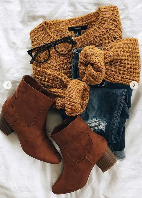 Unravel Casual Fall Outfit inspirations (but stylish) fashion women will probably be wear around right now. casual fall outfits for women over 40 Fashion Mode, Look Fashion, 90s Fashion, Fall Fashion 2018, Jeans Fashion, Fall Fashion Outfits, Casual Fall Fashion, Flat Lay Fashion, Winter School Outfits