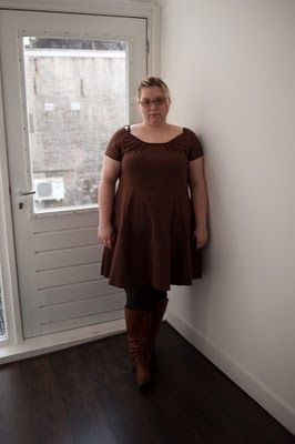 Adorable plus size sewing & fashion blogger. This young lady shows you how-to on some wonderful basic clothing you can do for yourself!