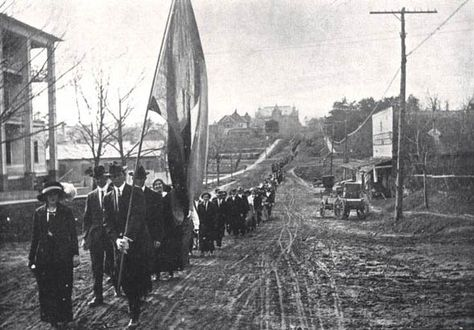Huntsville residents march to the grave of Gen. Sam Houston on the anniversary of his birthday on March 2, 1914