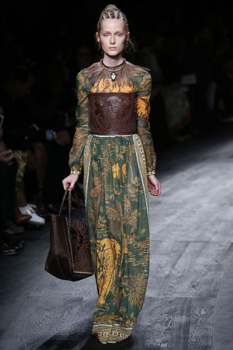See all the Collection photos from Valentino Spring/Summer 2016 Ready-To-Wear now on British Vogue