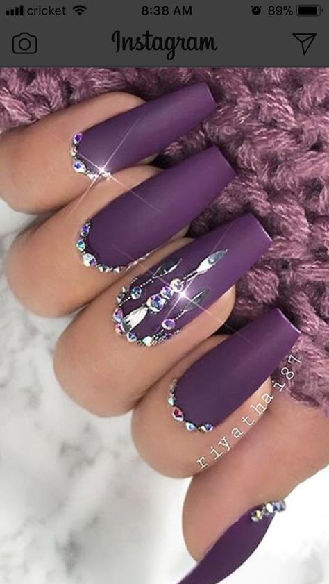 Check out these awesome New Years Eve Nail Art Designs Ideas that will make you look awesome on your night out! This is the kind of party makeup that will set you apart from the crowd! #new #years #eve #nail #art #designs #party #makeup