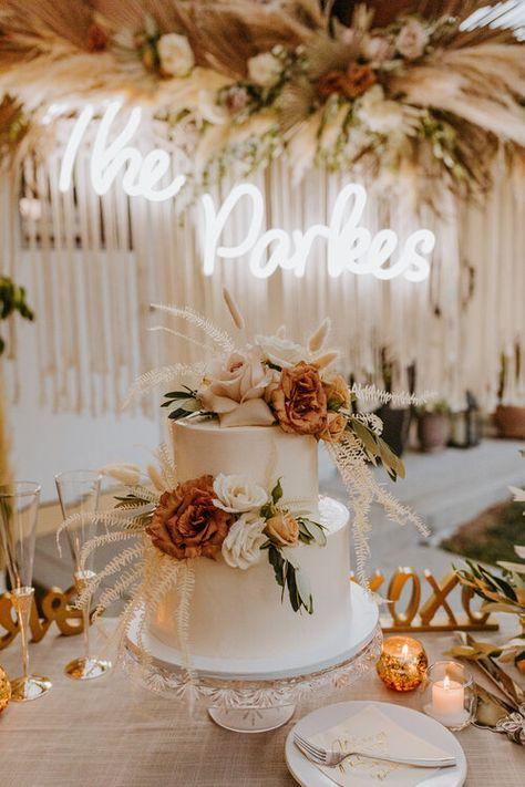 Boho Wedding, Rustic Wedding, Dream Wedding, Wedding Day, Wedding Cake White, Neutral Wedding Decor, Autumn Wedding Cakes, Floral Wedding Cakes, Gifts For Wedding Party