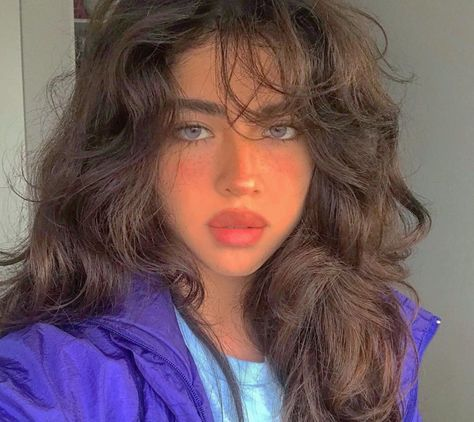 Image about girl in Fashion~Indie⚫️Hub by ♡🅻🅰🅳🅴🅴_ORCHARD♥︎ Aesthetic Hair, Aesthetic Grunge, Dream Hair, Mode Inspiration, Pretty Hairstyles, Hairstyle Ideas, 1970s Hairstyles, Permed Hairstyles, Hair Looks
