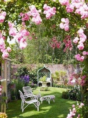 Style De Jardin Le Jardin A L Anglaise Ou Jardin Anglais Nature Et Romantique Jardin Anglais Petit Jardin Anglais Jardin Romantique