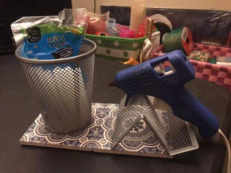 Hot Glue Gun Holder-Stand/ Organizer and Basis for Manual Works Glue Gun Projects, Glue Gun Crafts, Dollar Tree Decor, Dollar Tree Crafts, Klebepistole Halter, Glue Gun Holder, Diy Glue, Craft Organization, Craft Storage
