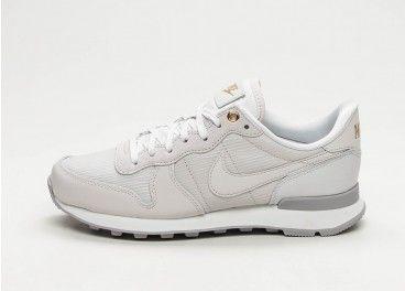 huge discount d7629 6163b Nike Wmns Internationalist (White   White - White - Gum Light Brown) -  Sneaker   asphaltgold