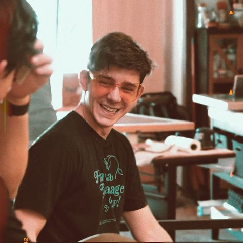 a screenshot of ethan which melted me heart ++gave it a vintage edit :DD Ethan Crankgameplays, Mark And Ethan, Best Friend Boyfriend Quotes, Pretty People, Beautiful People, Cute Youtubers, Cute Couple Quotes, Reasons To Smile, Markiplier